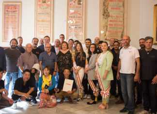 Los embajadores de la Paella Valenciana son recibidos por el Alcalde